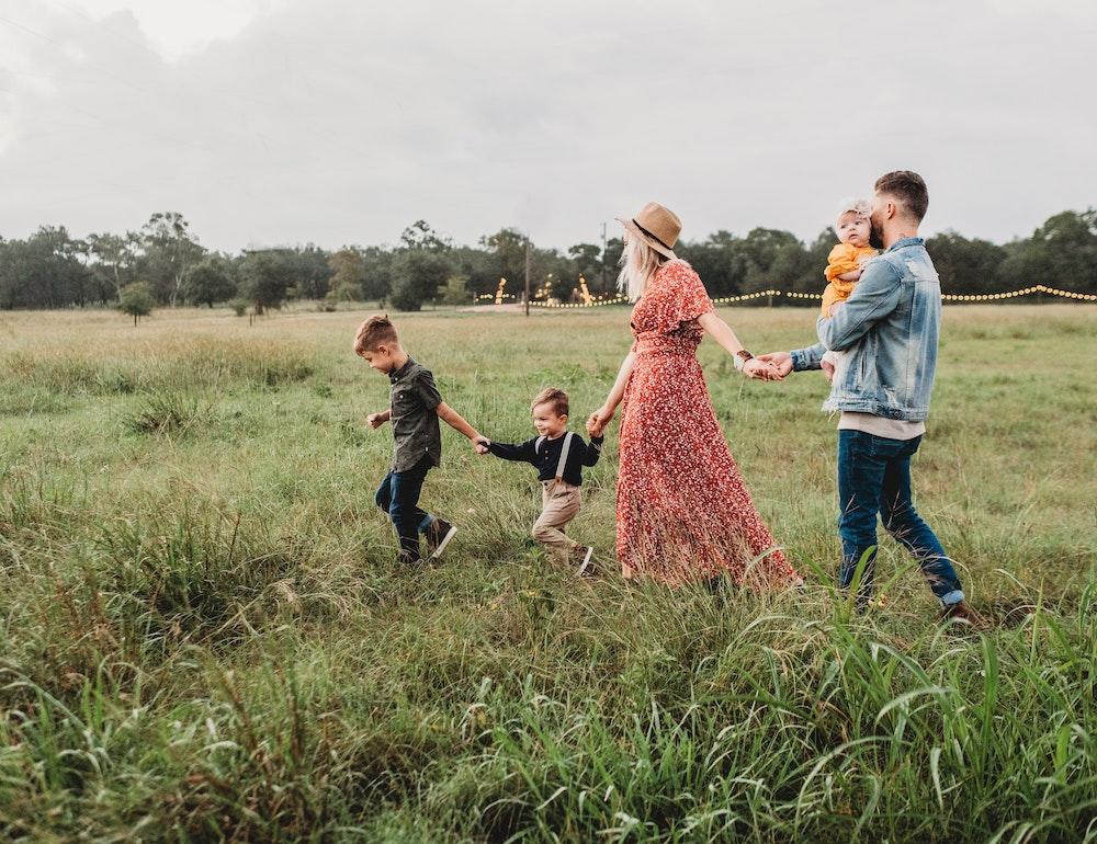 parenting-happy- family
